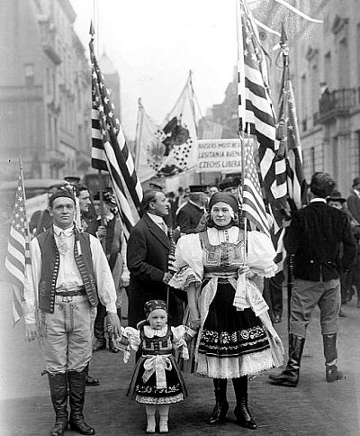 Exil-Tschechen bei einer Parade in New York im Mai 1917   © Archives of Czechs and Slovaks Abroad – University of Chicago