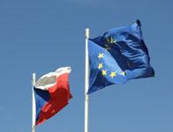 Vordergründig Flagge zeigen, hinter der Bühne bremsen