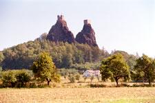 Dichte Wälder und mystische Burgen