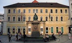 Brückenbauer am Jungmannplatz