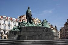 Jan-Hus-Denkmal wieder unverhüllt