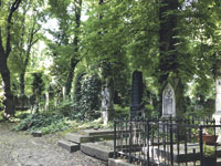 Picknick zwischen Gräbern