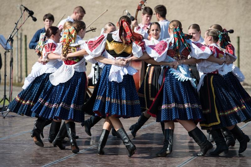 dance-circle-dancer-women-sports-tradition-1063891-pxhere.com