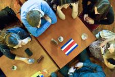 An 15 Tischen  um die Welt