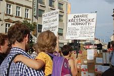 Demonstrationen für und gegen Aufnahme von Flüchtlingen