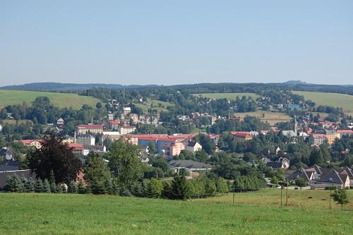 Eine oder zwei Städte? Die Grenze zwischen Vejprty und Bärenstein scheint verschwunden zu sein.