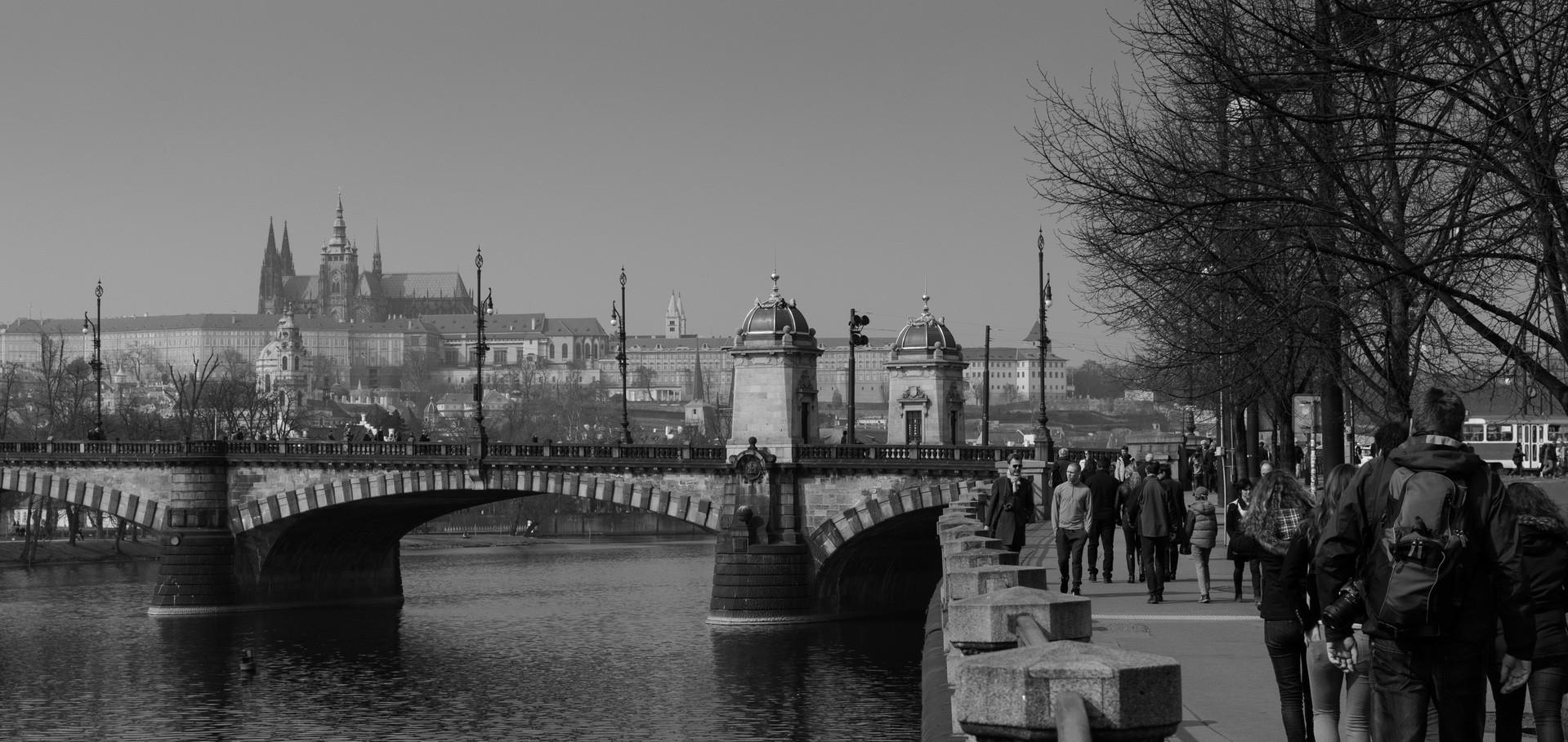pedestrian-person-black-and-white-bridge-cit-canal-1327216-pxhere.com