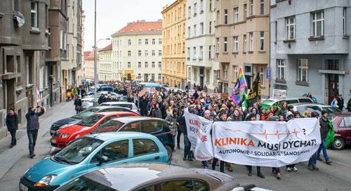 """""""Die Klinika muss atmen"""" – dafür demonstrierten vergangene Woche hunderte Bürger."""