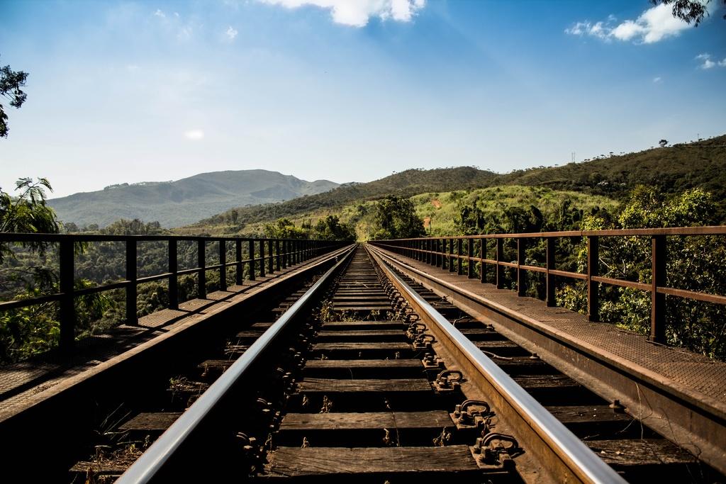 track-railway-railroad-bridge