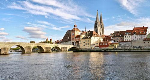 Steinerne Brücke und Dom in Regensburg