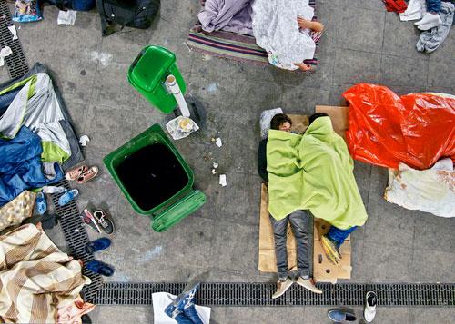Mit Stacheldraht und Militär gegen Flüchtlinge