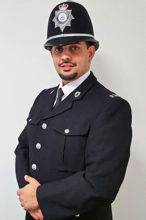 Als Kind wollte Petr Torák Superheld werden. Nun trägt er eine britische Uniform.