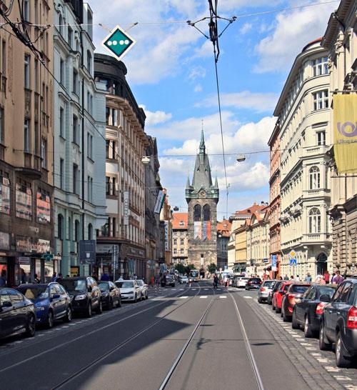 Blick vom Wenzelsplatz auf den Heinrichsturm
