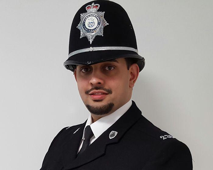 Petr_Torak_v_uniforme_Britskeho_policisty_opt
