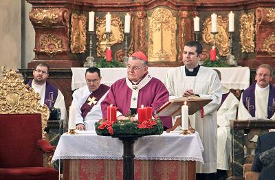 Kardinal Duka in der Kirche St. Johannes Nepomuk am Felsen