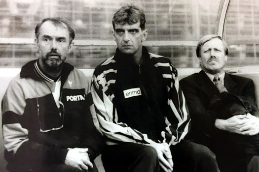 Siggi Held (rechts) als Trainer von Dynamo Dresden neben Co-Trainer Ralf Minge und Mannschaftsarzt Dr. Detlef Schlegel © SG Dynamo Dresden / privat
