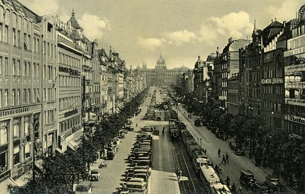 Wenzelsplatz um das Jahr 1935 (zeitgenössische Postkarte)