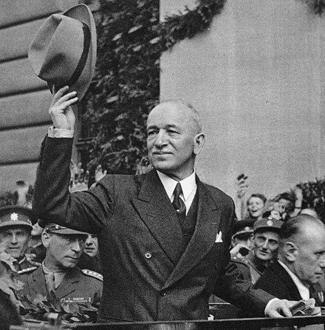 Präsident Beneš kehrt am 16. Mai 1945 nach Prag zurück. © Stzeman, CC BY-SA 3.0