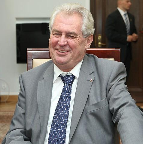 Präsident Zeman befürwortet eine Minderheitsregierung, die von Sozialdemokraten und Kommunisten toleriert wird. © Senat Rzeczypospolitej Polskiej - Michał Józefaciuk, CC BY-SA 3.0 PL (Zeman im polnischen Senat, Mai 2013)