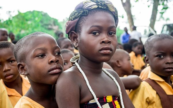 Das Durchschnittsalter der Afrikaner beträgt etwa 15 Jahre, in Europa 45.