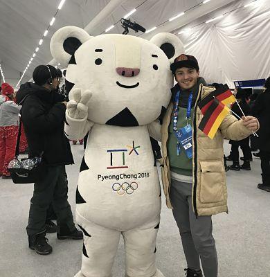 Joti Polizoakis mit Olympia-Maskottchen Soohorang