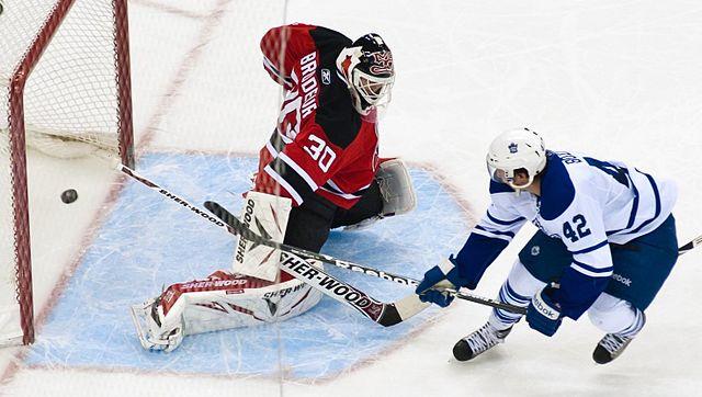 Szene aus einem NHL-Spiel zwischen den Toronto Maple Leafs und den New Jersey Devils im April 2011 © James DiBianco, CC BY-SA 2.0