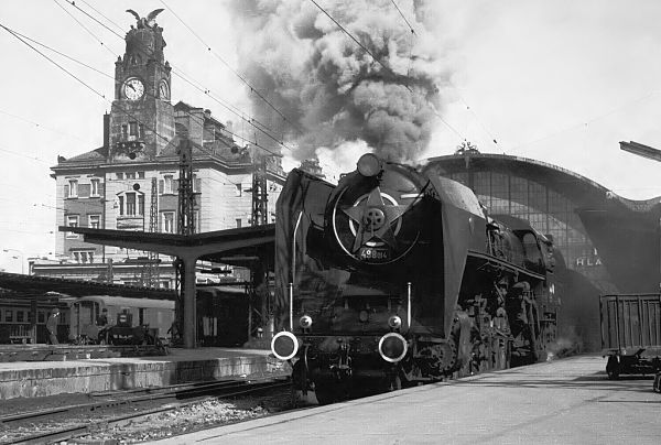 Schnellzug in den Westen: Der >Západní Expres< nach Paris am Prager Hauptbahnhof im Winter 1967/68 © Zdeněk Hájek