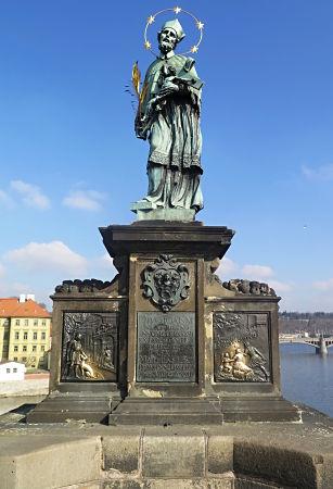 Nepomuk-Statue auf der Karlsbrücke