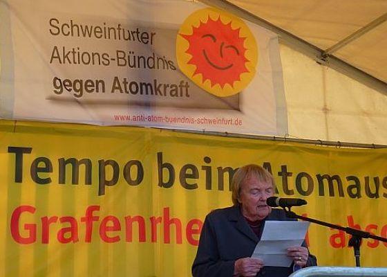 Gudrun Pausewang auf einer Kundgebung am AKW Grafenrheinfeld im Jahr 2013 © WikiSysop