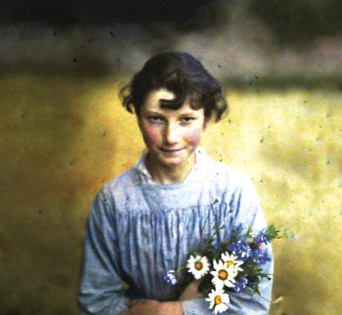 Gudrun Pausewang in ihrer Jugend © Verlag impedimenta