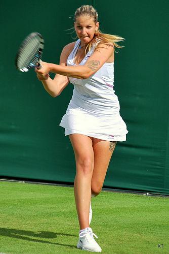 """Plíšková auf dem """"heiligen Rasen"""" in Wimbledon 2012 © Kate, CC BY-SA 2.0"""