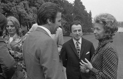 Rut Brandt (rechts) empfängt 1971 bekannte Filmschauspieler, darunter auch Ruth Maria Kubitschek (links) © Bundesarchiv, B145 Bild-F034158-0018/Engelbert Reineke/CC BY-SA 3.0