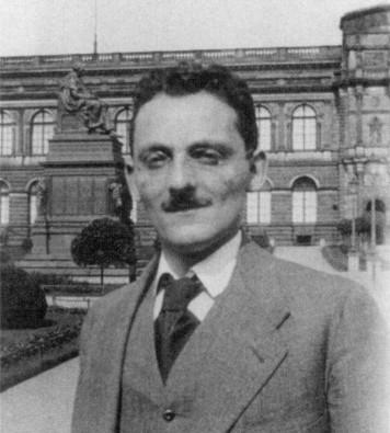 Max Brod im Zwingerhof in Dresden, 1914