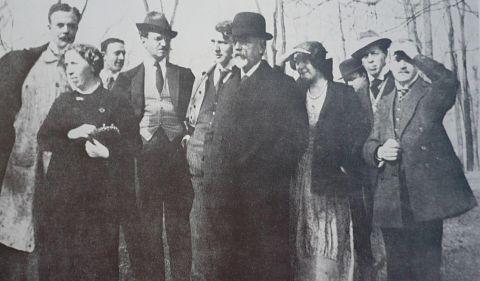 hoelzel-und-seine-schueler-foto-um-1914_opt