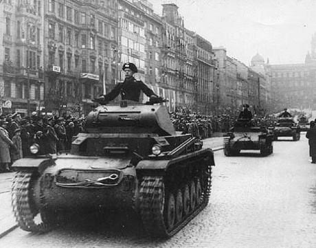 bm11-Německé_tanky_v_Praze