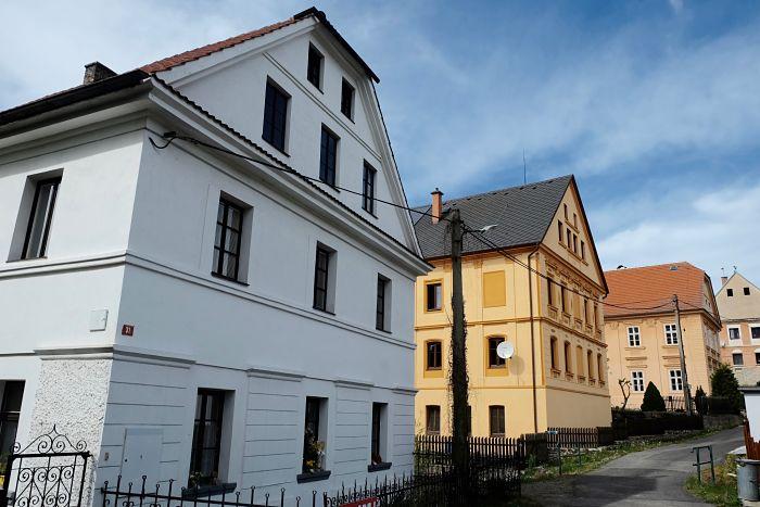 04-Häuser in Zubrnice heute_opt(1)