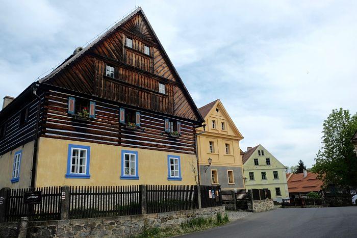05-Häuser in Zubrnice heute_opt(2)