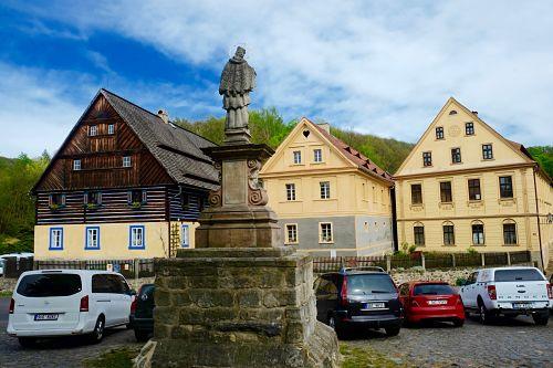 06-Häuser in Zubrnice heute mit JohNep_opt