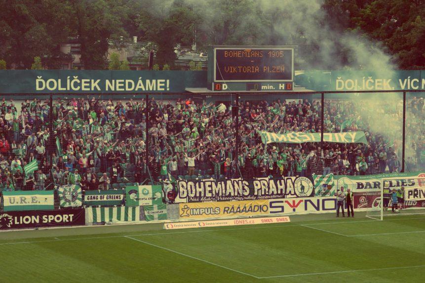 football-fans-861x573