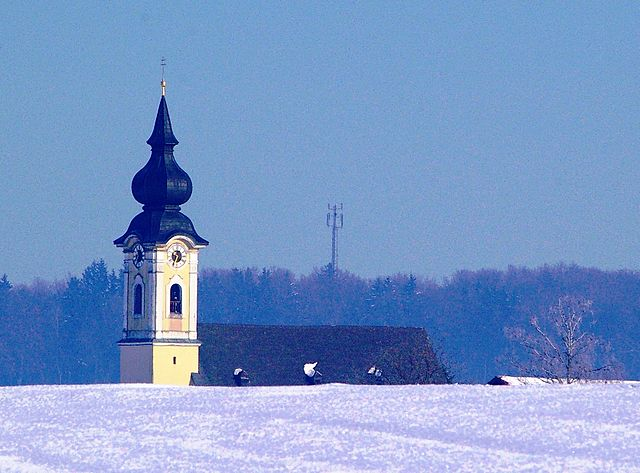 640px-Pfarrkirche_Arnsdorf