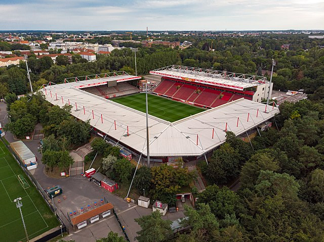 19-Stadion-an-der-alten-Foersterei