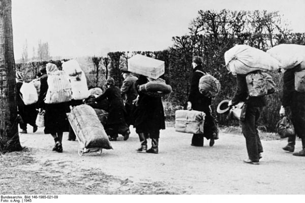 vertriebene-deutsche-um1945_opt
