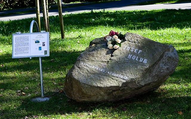 640px-Josef_Holub_Memorial_stone_Nyrsko